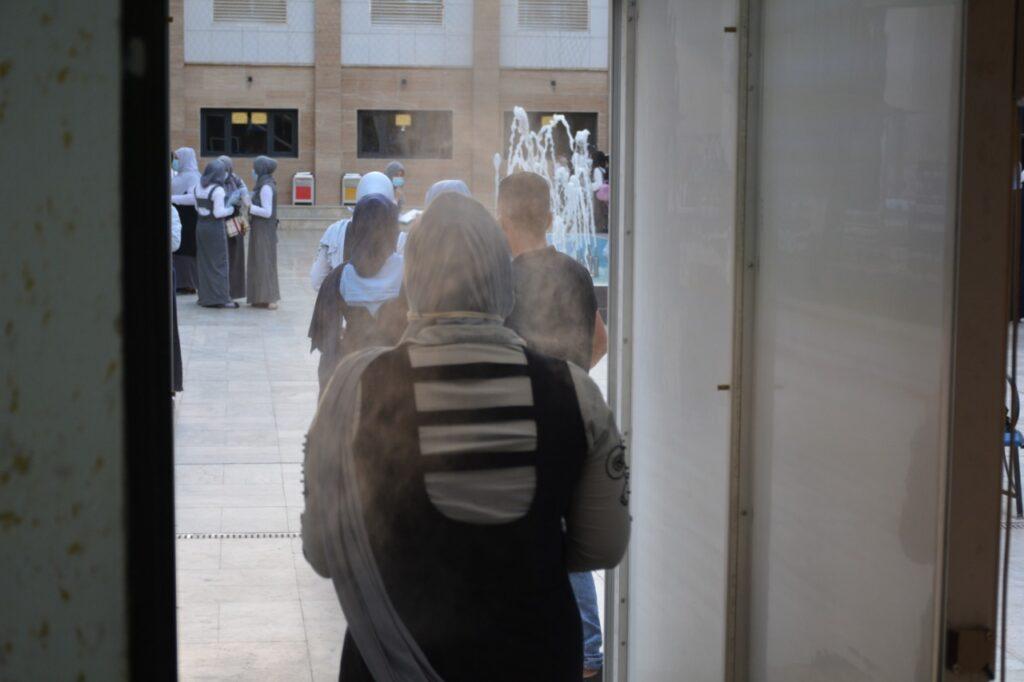 كلية بغداد للعلوم الاقتصادية • تنفيذا لتوجيهات معالي وزيرالتعليم العالي والبحث العلمي المحترم لتقديم الدعم والاسناد اللازم لغرض اجراء امتحانات طلبة السادس الاعدادي ،احتضنت كلية بغداد للعلوم الاقتصادية الجامعة الامتحانات النهائية للسنة الدراسية 2019-2020 للمرحلة الاعدادية لطالبات المديرية العامة لتربية بغداد / الكرخ الثالثة .