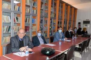 اساتذة كلية بغداد للعلوم الاقتصادية يستمعون الى محاضرة الاستاذ الججاوي