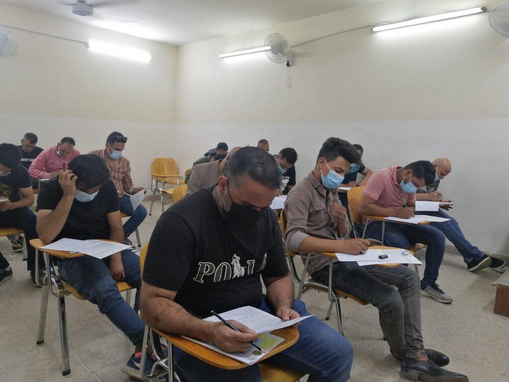 صور طلبة وزارة التربية وهم يؤدون الامتحانات